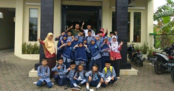 Belajar Ekonomi Syariah Sejak Dini, Siswa-siswi Ini Kunjungi Kantor KSPPS Fastabiq